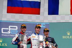 Подиум: победитель гонки - Сергей Сироткин, ART Grand Prix; второе место - Лука Гьотто, Trident; тре