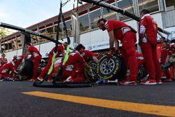 Машины Ferrari SF16-H