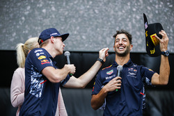 Max Verstappen, Red Bull, Daniel Ricciardo, Red Bull Racing, en el escenario F1