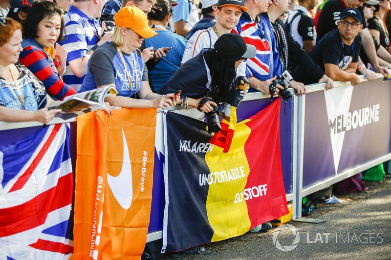 Support pendukung kepada Stoffel Vandoorne, McLaren