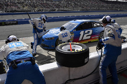 Ryan Blaney, Team Penske, Ford Fusion PPG, pit stop