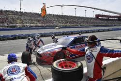 Joey Logano, Team Penske, Ford Fusion AAA Southern California pits