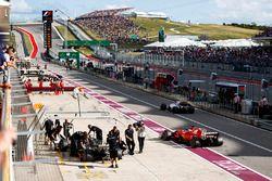 Valtteri Bottas, Mercedes AMG F1 W08, Sebastian Vettel, Ferrari SF70H, Felipe Massa, Williams FW40,
