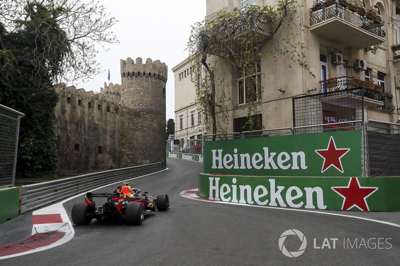 Max Verstappen se recuperou de acidente no TL1 e encerrou o dia em terceiro