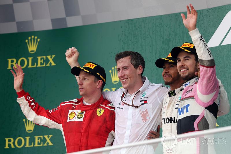 Podio: il vincitore della gara Lewis Hamilton, Mercedes-AMG F1, il secondo classificato Kimi Raikkonen, Ferrari, il terzo classificato Sergio Perez, Force India