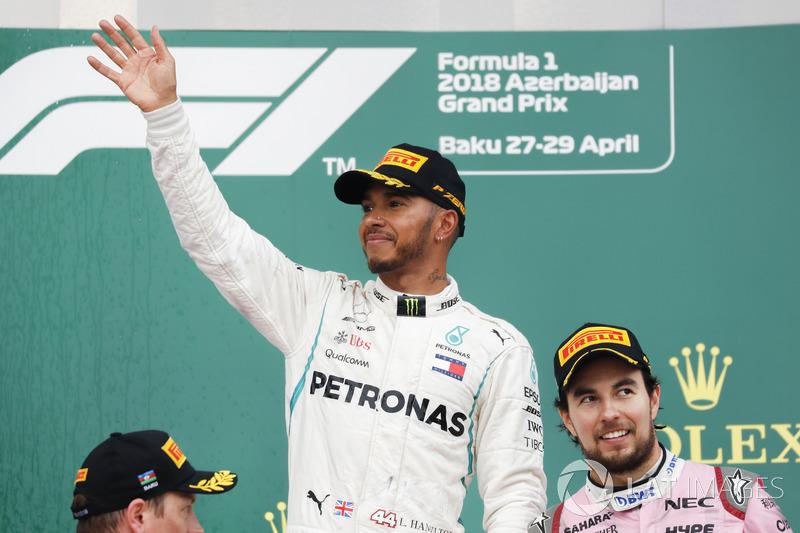 Kimi Raikkonen, Ferrari, 2° classificato, Lewis Hamilton, Mercedes AMG F1, 1° classificato, e Sergio Perez, Force India, 3° classificato, sul podio