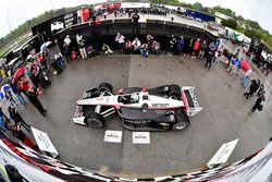 Josef Newgarden, Team Penske Chevrolet fête sa victoire sur la Victory Lane