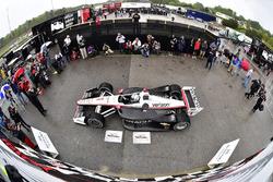 Josef Newgarden, Team Penske Chevrolet viert de overwinning