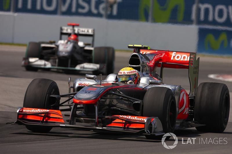 Lewis Hamilton, McLaren, seguido por Schumacher em 2010