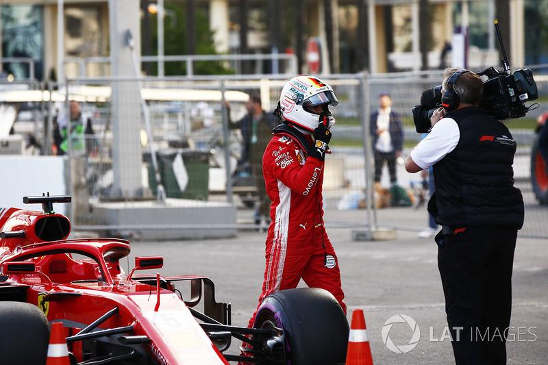 Sebastian Vettel, Ferrari, celebra después de tomar la Pole Position