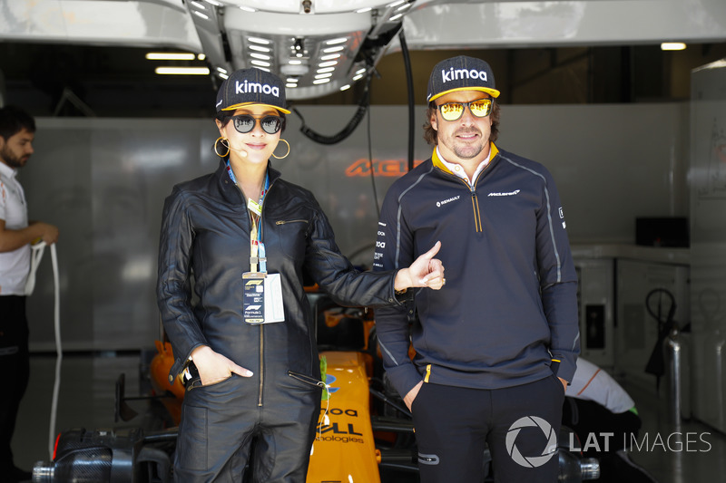 Actriz Carina Lau con Fernando Alonso, McLaren