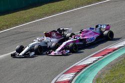 Charles Leclerc, Sauber C37 y Sergio Pérez, Force India VJM11