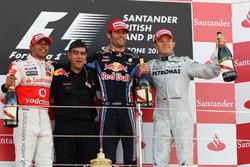Podium: second place Lewis Hamilton, McLaren, Peter Prodromou, Red Bull Racing Head of Aerodynamics,