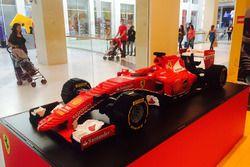 Yas Mall'da Lego'lardan Ferrari