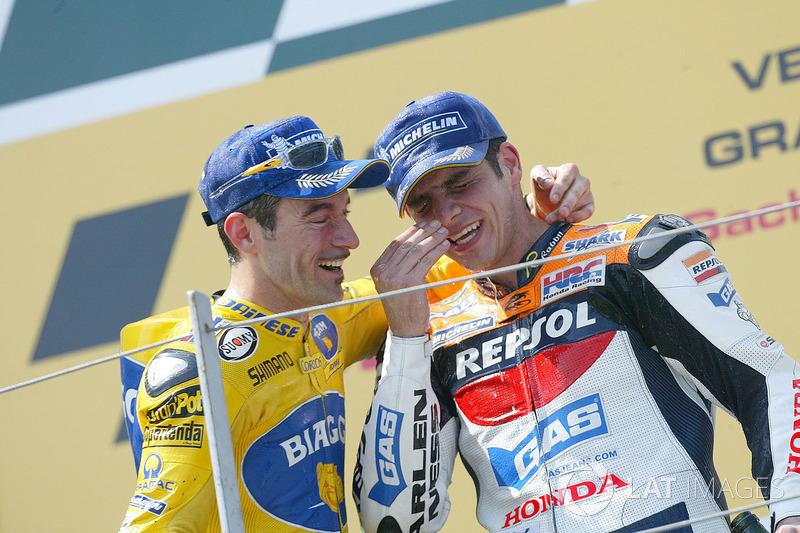 Podio: 1º Max Biaggi, 2º Alex Barros, 3º Nicky Hayden