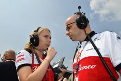 Ruth Buscombe, Sauber Race Strategist and Simone Resta, Sauber Designer on the grid