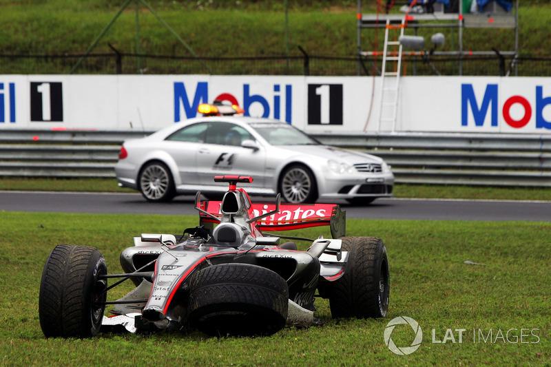 Kimi Raikkonen, McLaren Mercedes MP4/21 abandonne