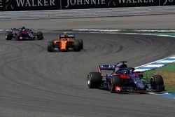 Brendon Hartley, Scuderia Toro Rosso STR13, Stoffel Vandoorne, McLaren MCL33 and Pierre Gasly, Scuderia Toro Rosso STR13