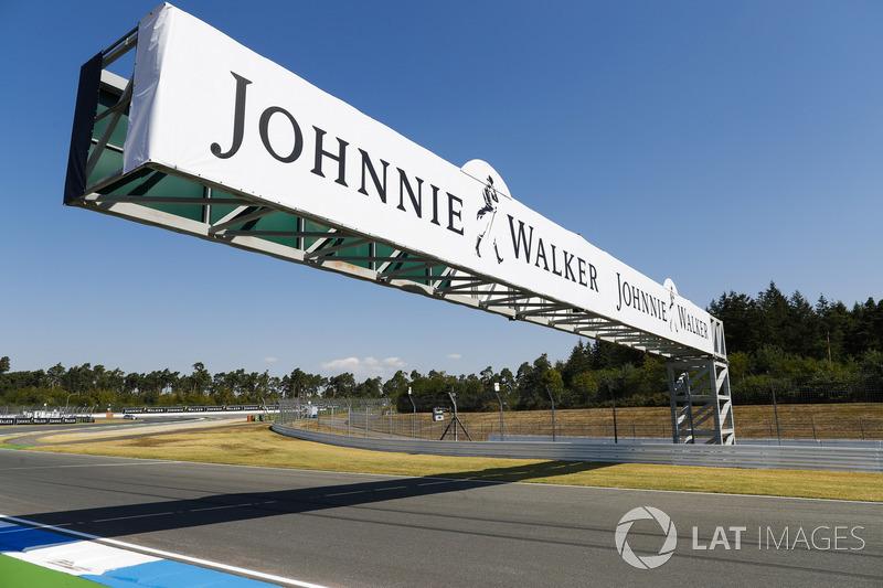 Papan sponsor, Johnnie Walker