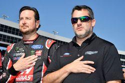 Kurt Busch, Stewart-Haas Racing Ford and Tony Stewart