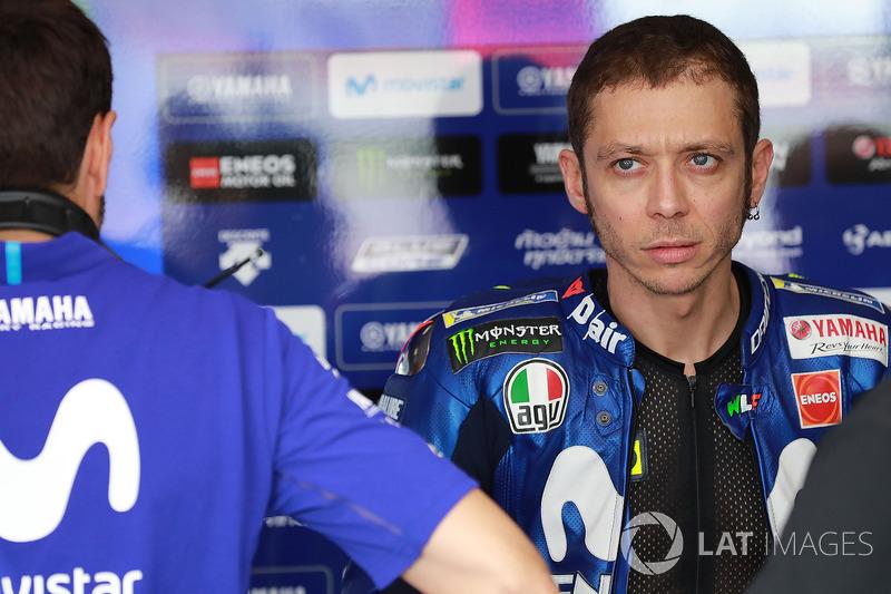 """Rossi: """"Márquez destrói nosso esporte, ele não respeita nenhum outro piloto nunca. Desde sexta de manhã, ele fez coisas assim com Viñales, Dovizioso, comigo e nesta corrida ele fez com outras pessoas. Ele te bate na perna porque sabe que ele não vai cair,"""