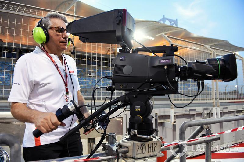Cameraman At Bahrain Gp High Res Professional Motorsports Photography