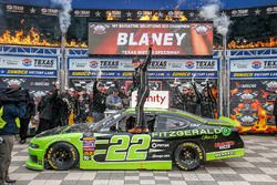 Winner Ryan Blaney, Team Penske, Ford
