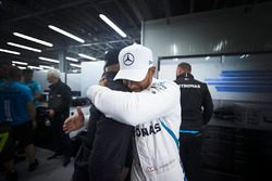 Le vainqueur Lewis Hamilton, Mercedes AMG F1, fête sa victoire