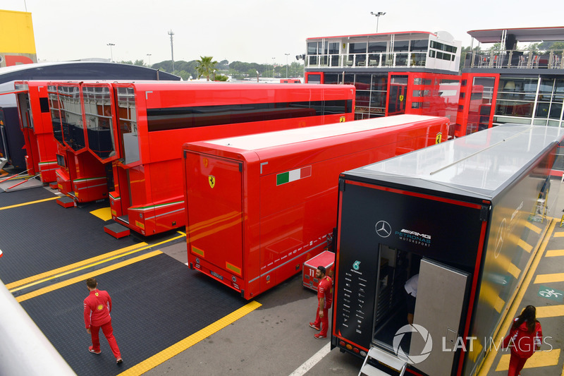 Camion Ferrari nel Paddock