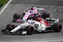 Marcus Ericsson, Sauber C37 y Sergio Perez, Force India VJM11