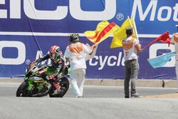 Jonathan Rea, Kawasaki Racing kutlama yapıyor