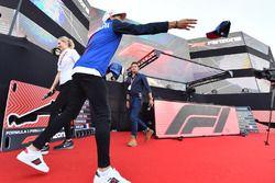 Pierre Gasly, Scuderia Toro Rosso lance une casquette dans la Fanzone
