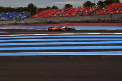 Stoffel Vandoorne, McLaren MCL33 and Kevin Magnussen, Haas F1 Team VF-18
