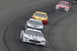 Brad Keselowski, Team Penske, Ford Fusion Miller Lite e Kevin Harvick, Stewart-Haas Racing, Ford Fusion Jimmy John's