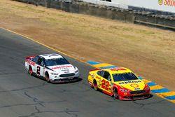 Joey Logano, Team Penske, Ford Fusion Shell Pennzoil and Brad Keselowski, Team Penske, Ford Fusion Discount Tire