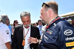 Chase Carey, CEO de Formula One Group y Andy Palmer, CEO de Aston Martin