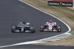 Lewis Hamilton, Mercedes-AMG F1 W09 overtakes Esteban Ocon, Force India VJM11