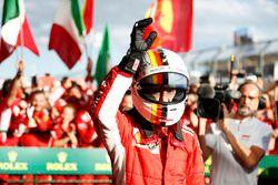 Sebastian Vettel, Ferrari, celebra en parc ferme