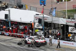 Pitstop, #912 Porsche Team North America Porsche 911 RSR, GTLM: Gianmaria Bruni, Laurens Vanthoor, E