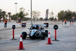 Khaled Al Qubaisi, conduciendo el Copa Ariel Atom en el Factor ROC Medio Oriente