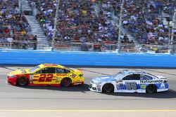 Joey Logano, Team Penske Ford y Dale Earnhardt Jr., Hendrick Motorsports Chevrolet