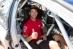 Will Davison ve Dick Johnson Racing Falcon ve Ellery Motorsport Falcon, Adelaide'de