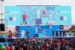 Felix Rosenqvist, Mahindra Racing, fête sa victoire sur le podium, avec Sébastien Buemi, Renault e.Dams, Sam Bird, DS Virgin Racing