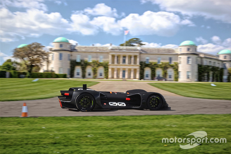 Robocar conduciendo por Goodwood House en las pruebas
