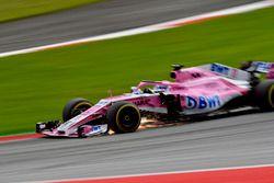 Sergio Perez, Force India VJM11, fait des étincelles