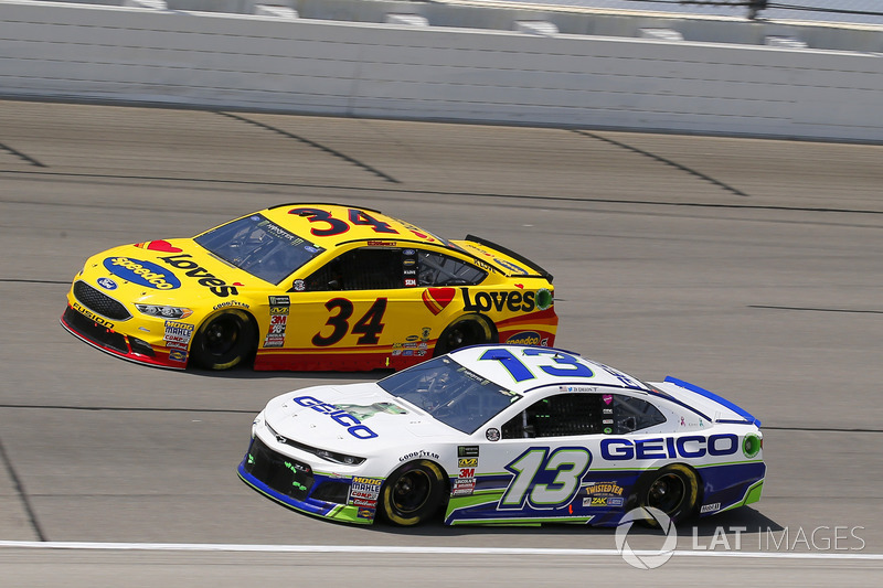 Ty Dillon, Germain Racing, Chevrolet Camaro GEICO e Michael McDowell, Front Row Motorsports, Ford Fusion Love's Travel Stops