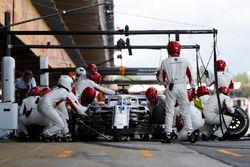 Marcus Ericsson, Sauber C37, s'arrête au stand