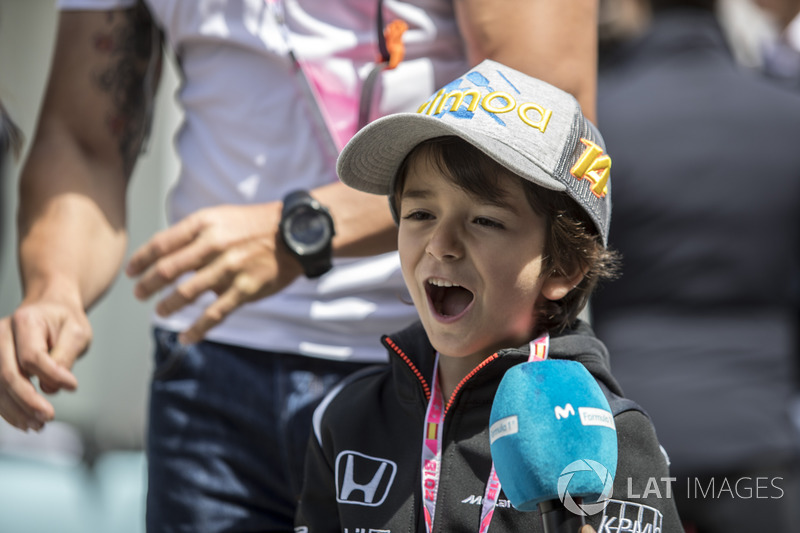 Un pequeño fan de Fernando Alonso, McLaren