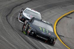 Kurt Busch, Stewart-Haas Racing, Monster Energy/Haas Automation Ford Fusion ve Kevin Harvick, Stewar