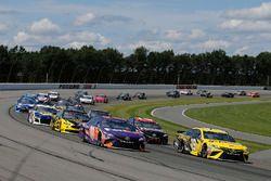 Denny Hamlin, Joe Gibbs Racing, Toyota Camry FedEx Express Daniel Suarez, Joe Gibbs Racing, Toyota Camry STANLEY